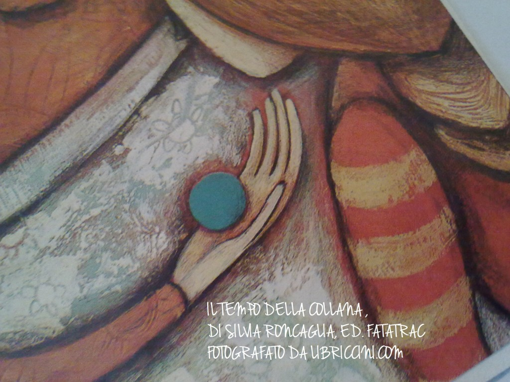IL TEMPO DELLA COLLANA , DI SILVIA RONCAGLIA, ED. FATATRAC FOTOGRAFATO DA LIBRICCINI.COM